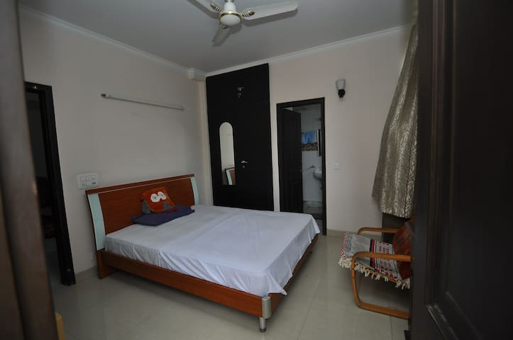 Comfort Inn : - With Free Wifi I - Room only - New Delhi - Huis