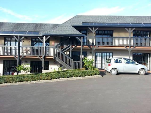 Knights Inn, Epsom, Auckland
