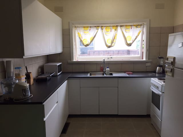 Beautiful Room Near Train Station - Blacktown