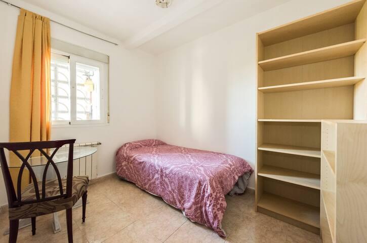Habitación cerca al metro las Rosas y a la M40 - Madrid - Suite degli ospiti