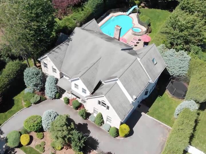 Spacious luxury home w/ heated pool