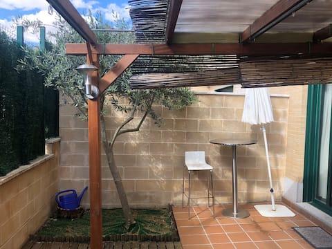 Estudi amb una àmplia terrassa totalment equipada