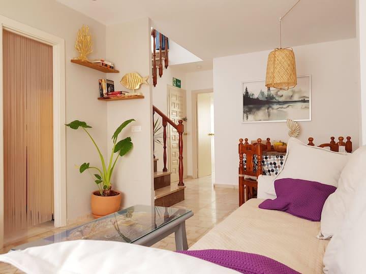 Apartamento junto a la playa con solárium.