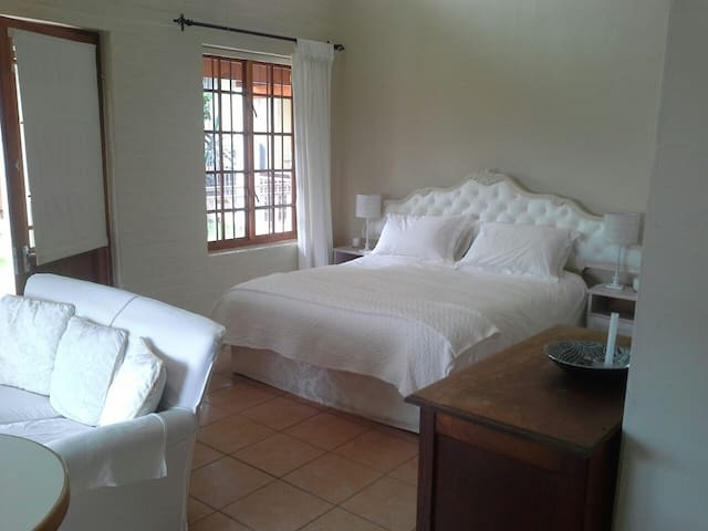 Mantis House Self-catering Holiday accommodation. - Cape Town - Apartment