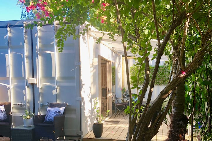Romantic Tropical Retreat