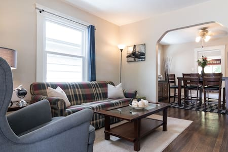 Cottage Feel In the Heart of Downtown Royal Oak! - Royal Oak