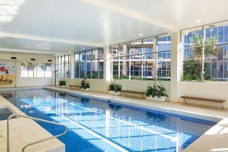 Master Bedroom & own bathroom, Gym Pool Spa Sauna - Waterloo - Lejlighed