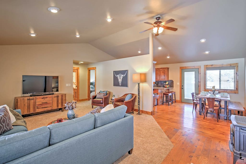 Open living space promotes bonding with friends & family.