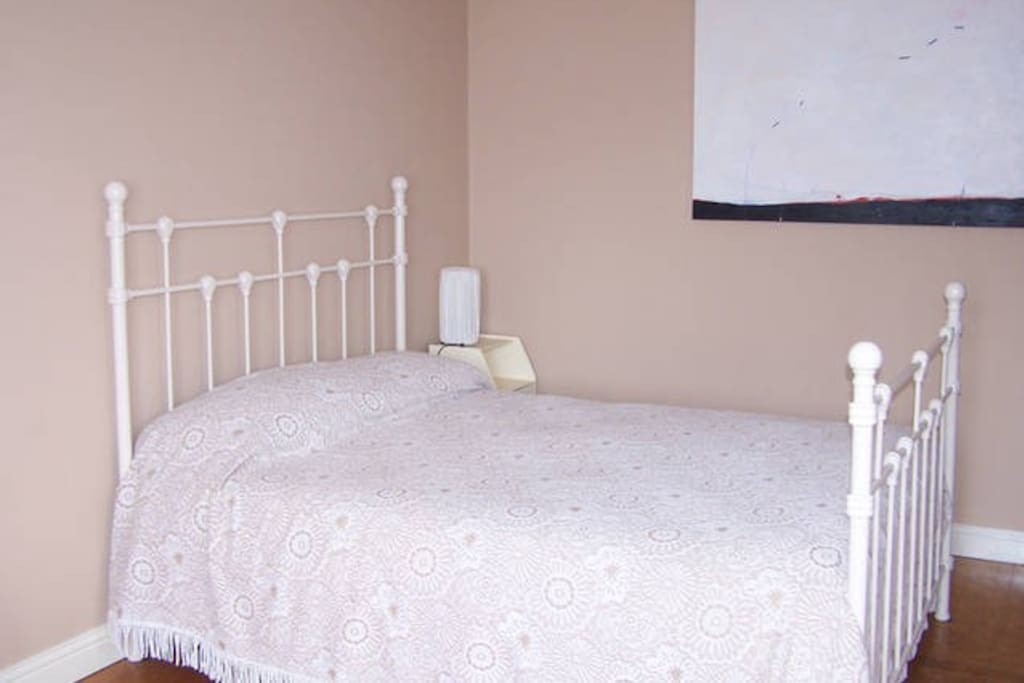 Very comfortable bed with a good mattress