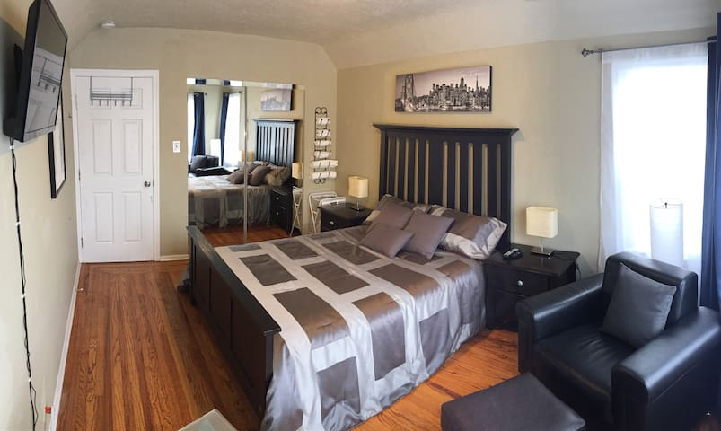 Private Master Bd Next to I-80, BART, Shops& Cafes - El Cerrito - Casa