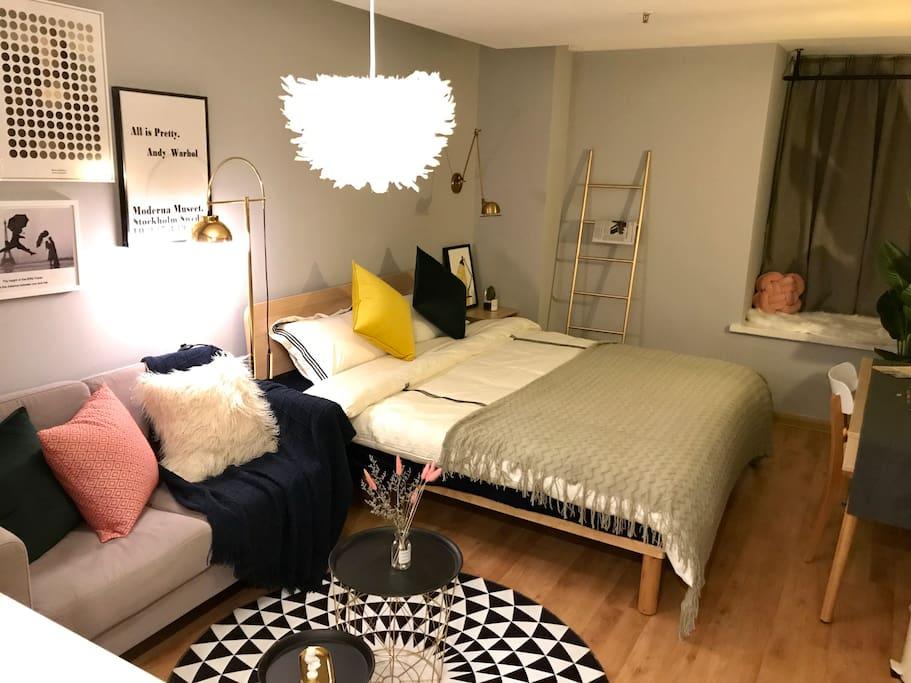 这就是温馨的客厅啦,床品都是我们精心挑选过的都是五星级标准的哦
