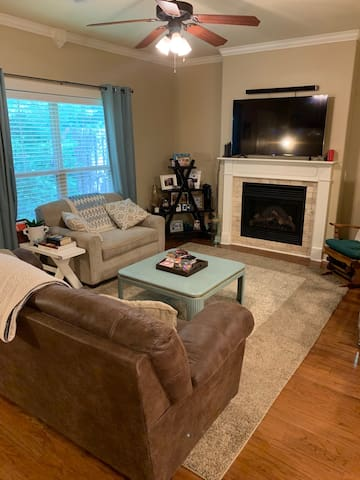 Convenient & Central Two Bed Townhome