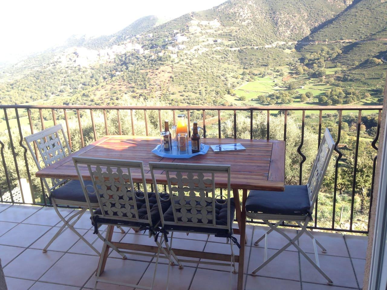 Le balcon vue sur la mer , Belgodère et la montagne