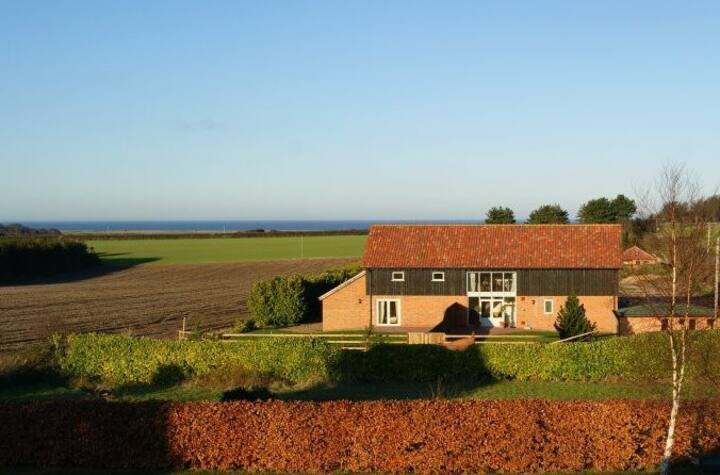 Enjoy Norfolk's stunning coast from a modern barn