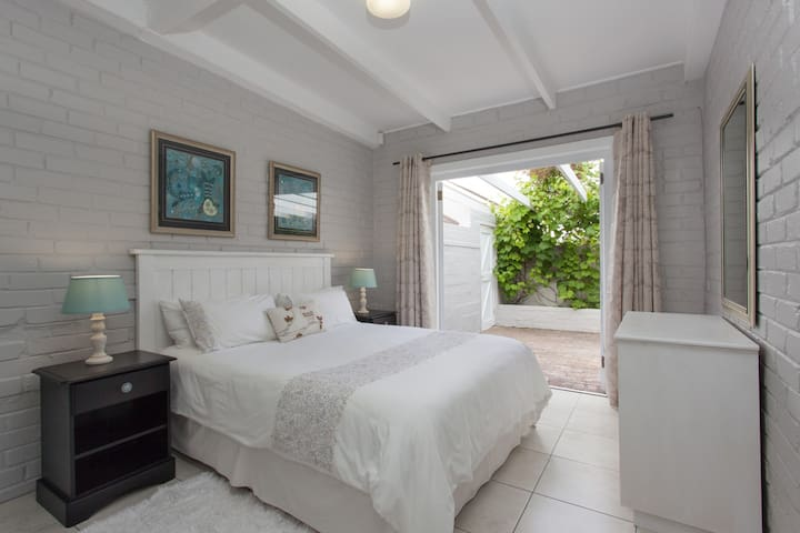 Central Garden Cottage near the Sea, no.1 - Hermanus - Leilighet