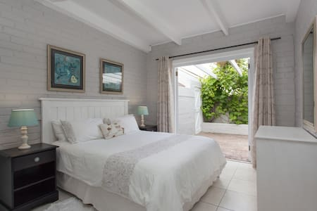 Central Garden Cottage near the Sea, no.1 - Hermanus - Lejlighed
