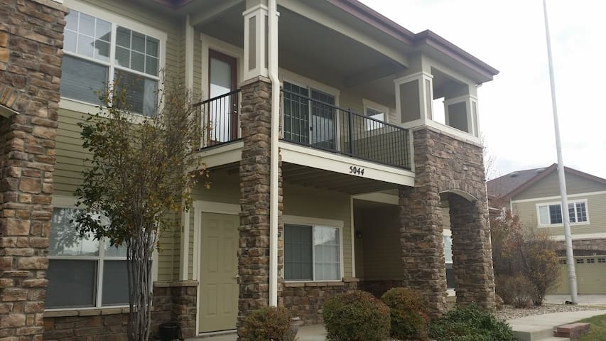 Beautiful 2 BR 2 bath Twnhse, mountain view