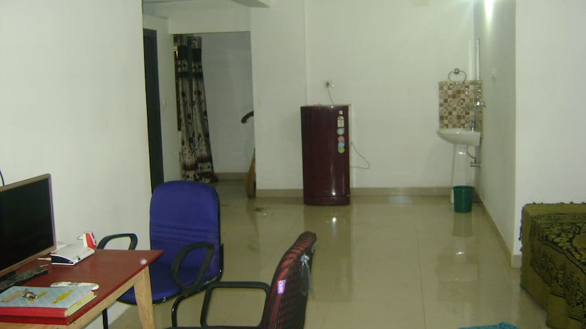 AC Apartment 3BHK AIRPORT STATION