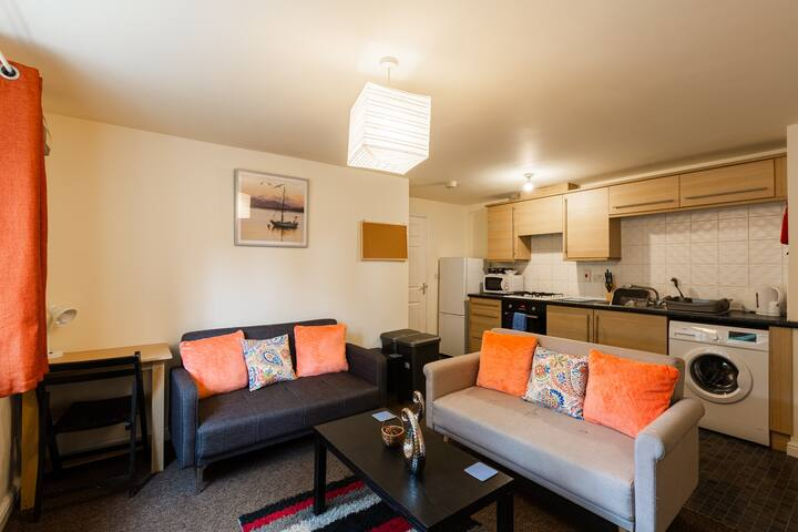 Fantastic homely modern apartment - free parking