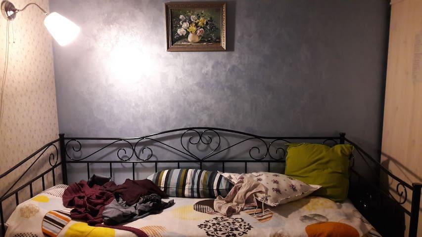 Кровать и комната на ночь - Obninsk