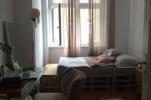 Gemütliches, kleines Zimmer mit tollem Hinterhof !