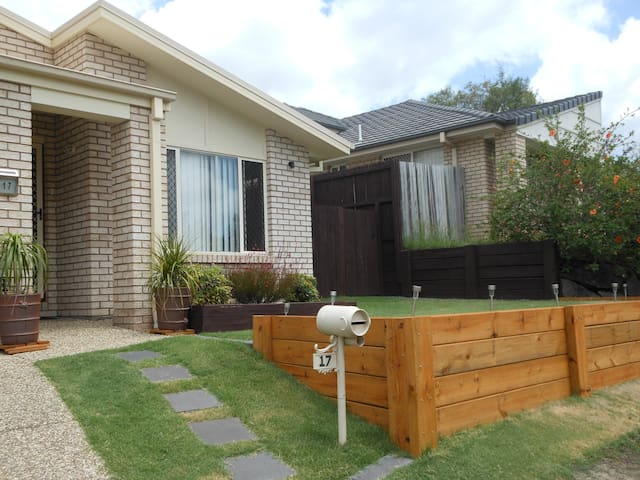 Amazing place close to Theme Parks - Upper Coomera - House