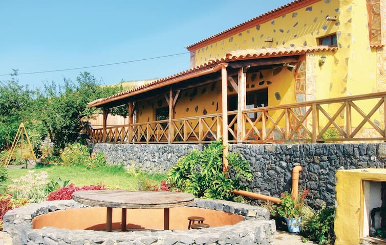 Holiday cottage with 2 bedrooms on 69 m² in Icod el Alto