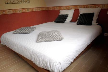 une chambre pour deux à la campagne - Saint-Jean-Brévelay - Hus
