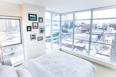 ☆Modern Stylish DT Condo/Prime Location☆