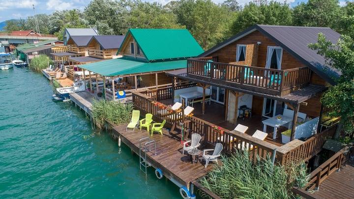 Hakuna Matata 2 luxury spacious oasis on the river