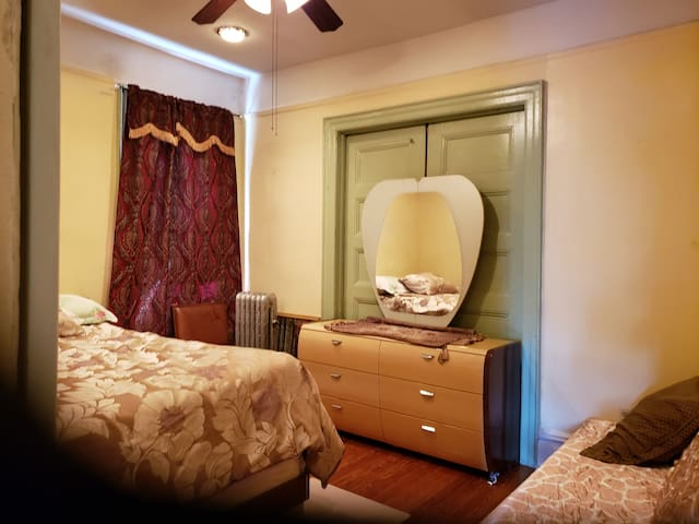 Affordable, Within 1 mile Bx zoo Montefiore hosp