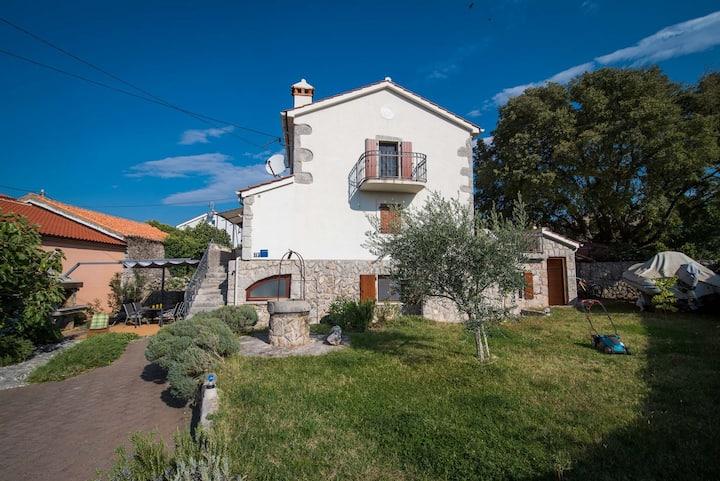 Marjan - apartment with big garden in Kornić