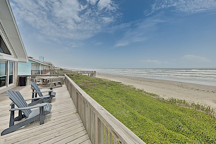 On The Beach: Sunlit Haven w/ Panoramic Gulf Views