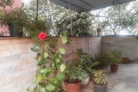 A Private room in Khar West for Short Stays - Mumbai
