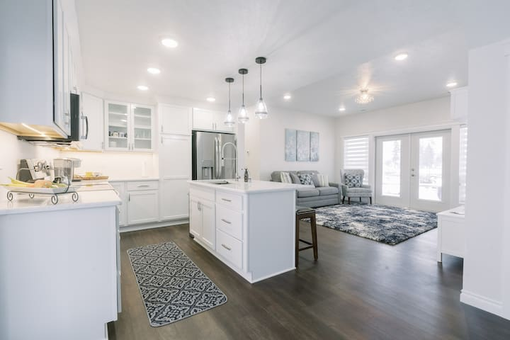 Beautiful Master Suite & Full Kitchen in New Home
