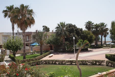 Muy cerquita del mar... - Almería