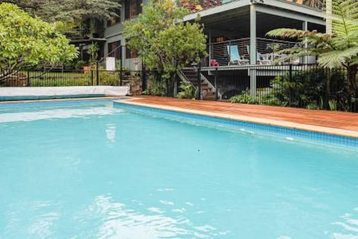 Bayview Northern Beaches Garden Retreat with pool