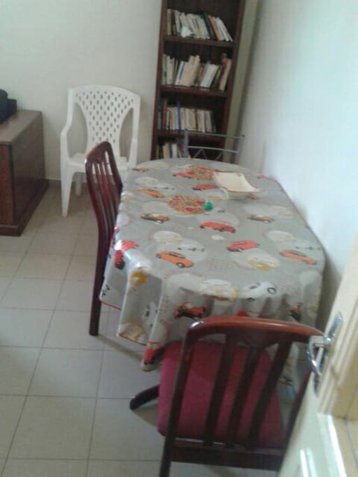 Table a manger dans le salon