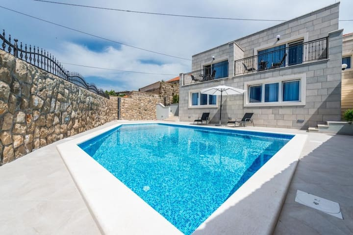 Kabalero - Studio with Patio and Pool View 1