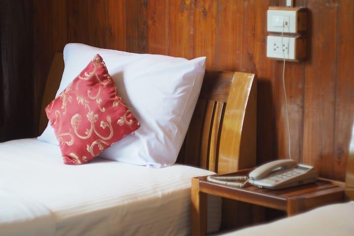 Wooden Room In Thai  House - Tambon Kaeng Sian - Huis