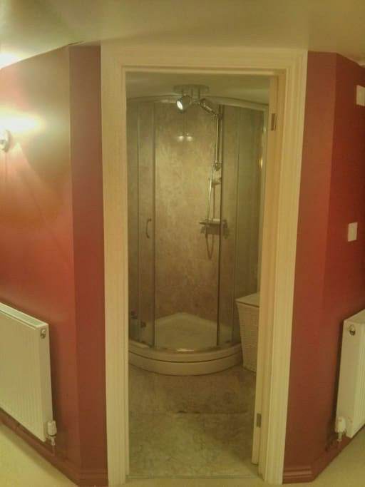 Modern en suite with power shower