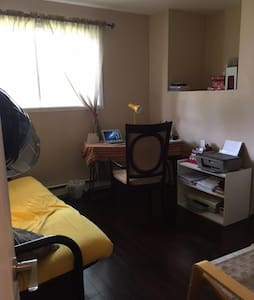 Nice rooms,fantastic price: Quiet near airport - Ile-Bizard, Montreal - Hus