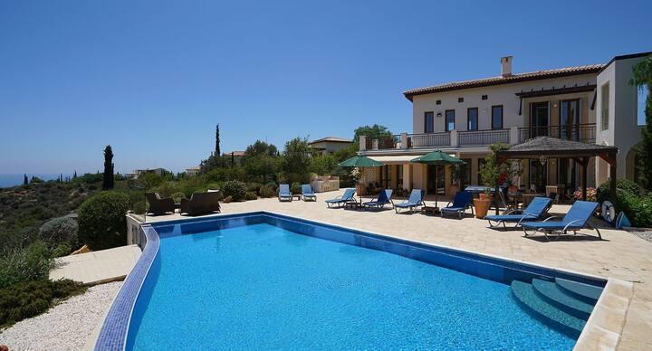 Villa Andromeda with infinity pool and great views
