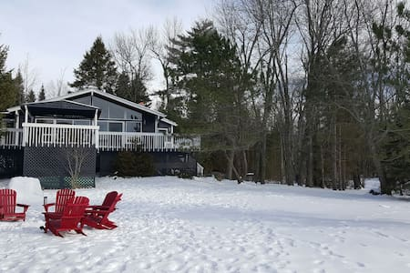 Beautiful Lake Front Cottage - Kawartha Lakes