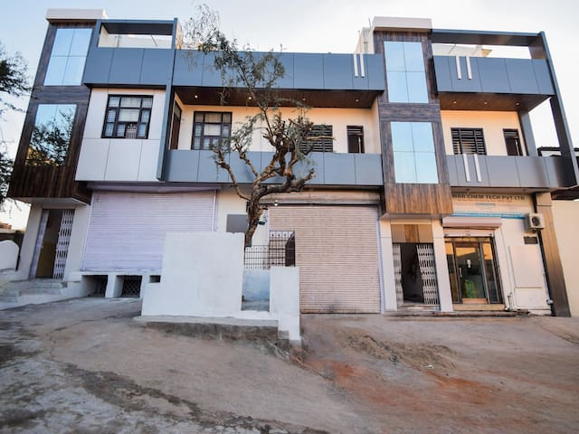 OYO - Conventional 2BHK Home in Udaipur - Price Strikes!!