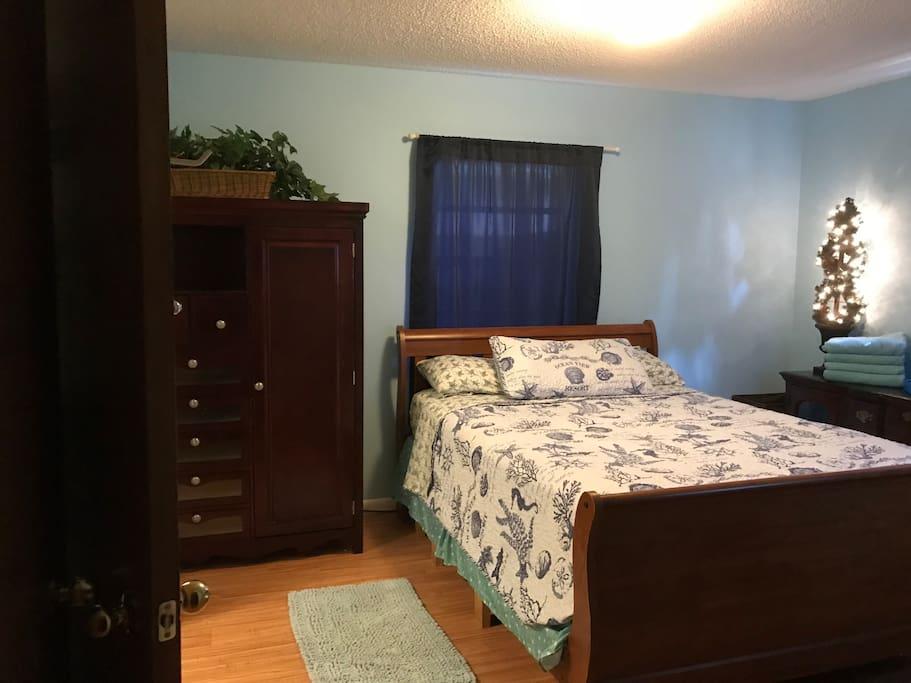 Queen Suite Bedroom West