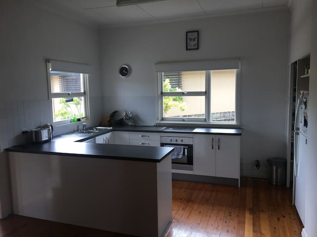 Great location on City fringe - Coorparoo - House