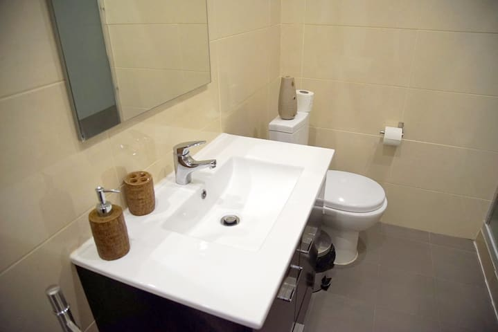 Corridor Bathroom - Overview