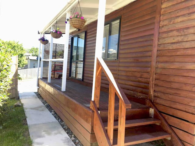 LOG CABIN IN THE CITY *10%discount 3 nights