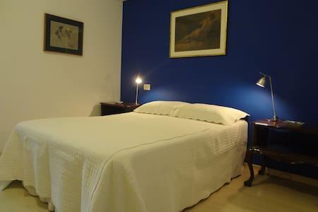 Cozy, quiet bedroom. Best location of Ipanema! - 里約熱內盧